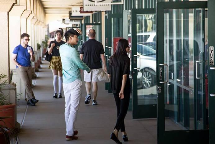 Shoppers Behavior, Photo: Dante Berdeuv, EDGExpo.com