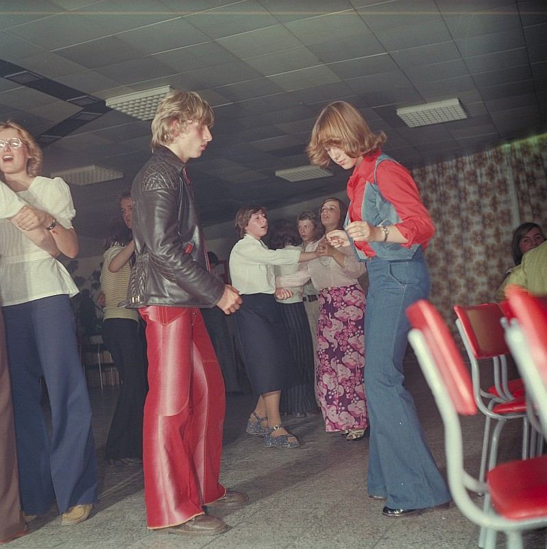 Flared jeans and trousers were popular with both sexes as can be seen at this German disco in 1977, Wikipedia