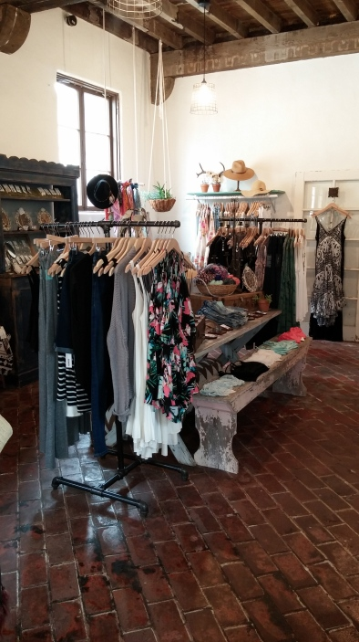 Kariella Clothing Shop, © Rhonda P. Hill (2)