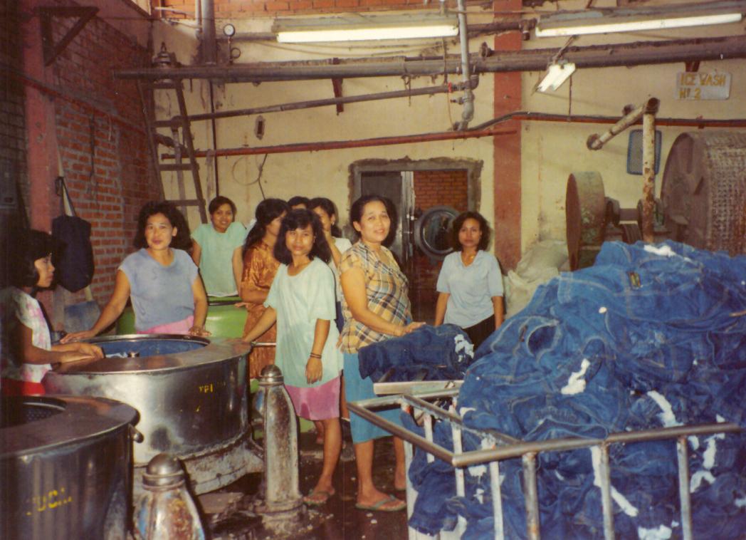 1992 - Hong Kong Factory, Laundry Manufacturer, ©Rhonda P. Hill, EDGExpo (2)