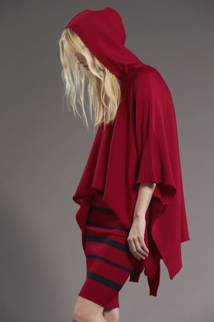 Standard Issue_Hooded Poncho_Garnet_d-001