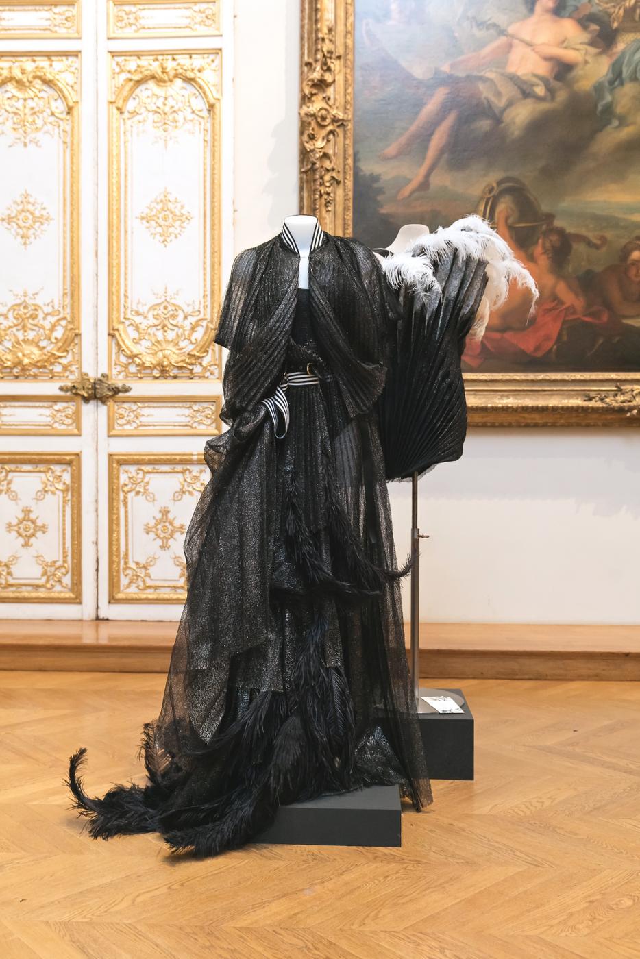 """Musée des Arts Décoratifs, Paris, """"The Great Wave"""", Designer: Hera Zhou, Photo: Yann Bohac."""