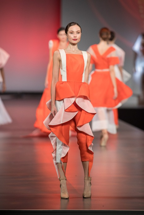 17045j Debut 2017 Fashion Design, 