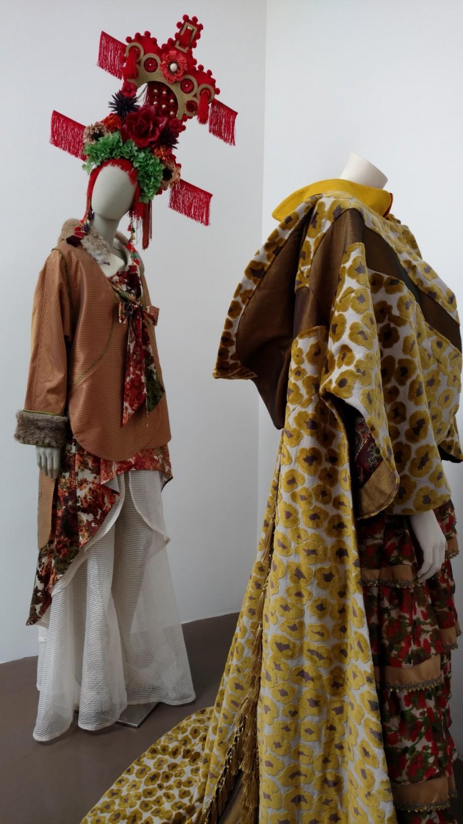 curated by Rhonda P. Hill, Blurred Boundaries Fashion as an Art exhibit, Alena Kalana, designer, GraySpace Gallery, Santa Barbara, ©EDGExpo.com