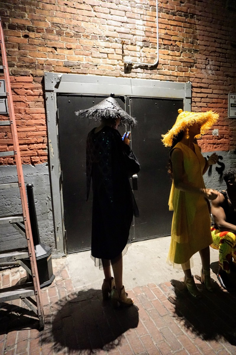 High Fashion in the Alley - a behind-the-scene look