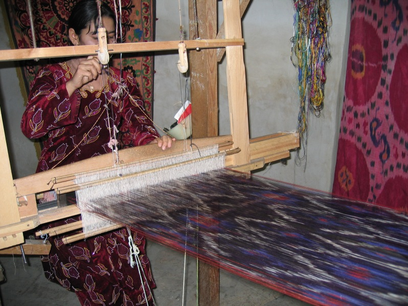 Weaving Silk Ikat Textile, photo Carpetview, flickr