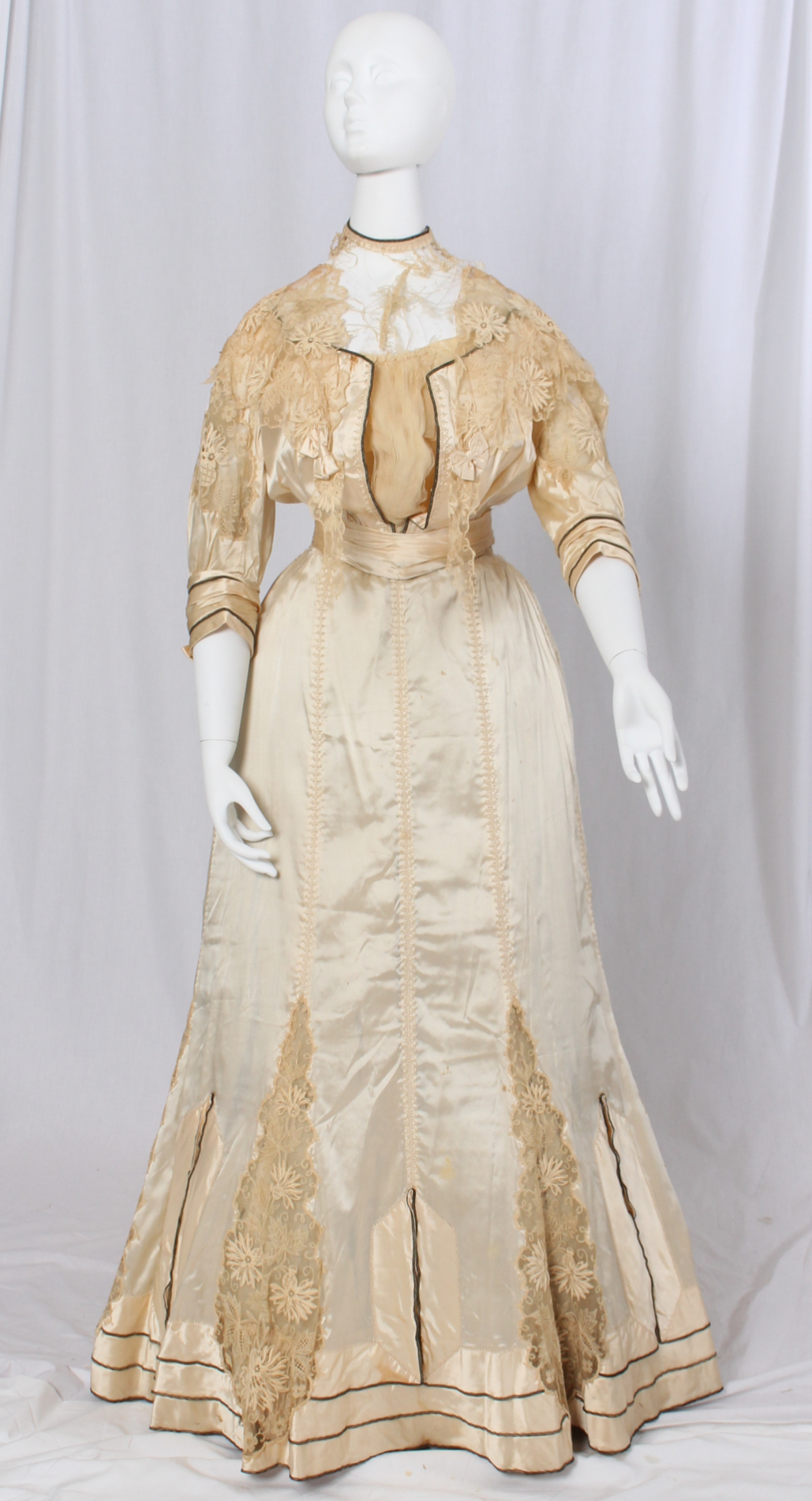 Afternoon Dress Designed & Created by Black Dressmaker Fannie Criss Payne, circa 1905 | credit: The Valentine Museum – Richmond, VA