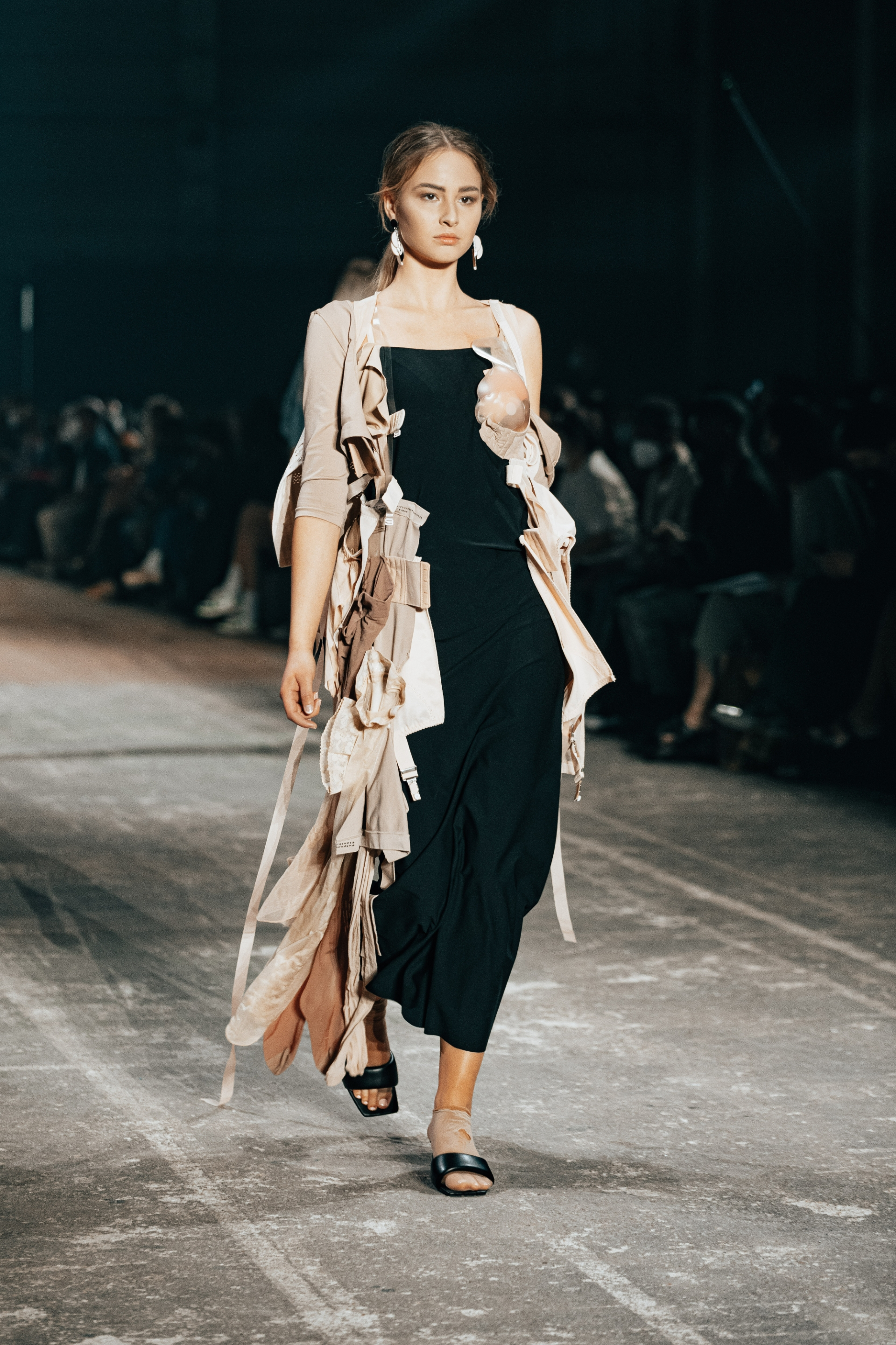 """BERLIN, GERMANY - SEPTEMBER 08: A models walks the runway during the """"Neo.Fashion. Graduate Show"""" of Best Graduates Show & Award at Mercedes-Benz Fashion Week"""" at the Mercedes-Benz Fashion Week Berlin September 2021 at Kraftwerk on September 8, 2021 in Berlin, Germany. (Photo by Robert Schlesinger/Getty Images for Neo.Fashion.)"""