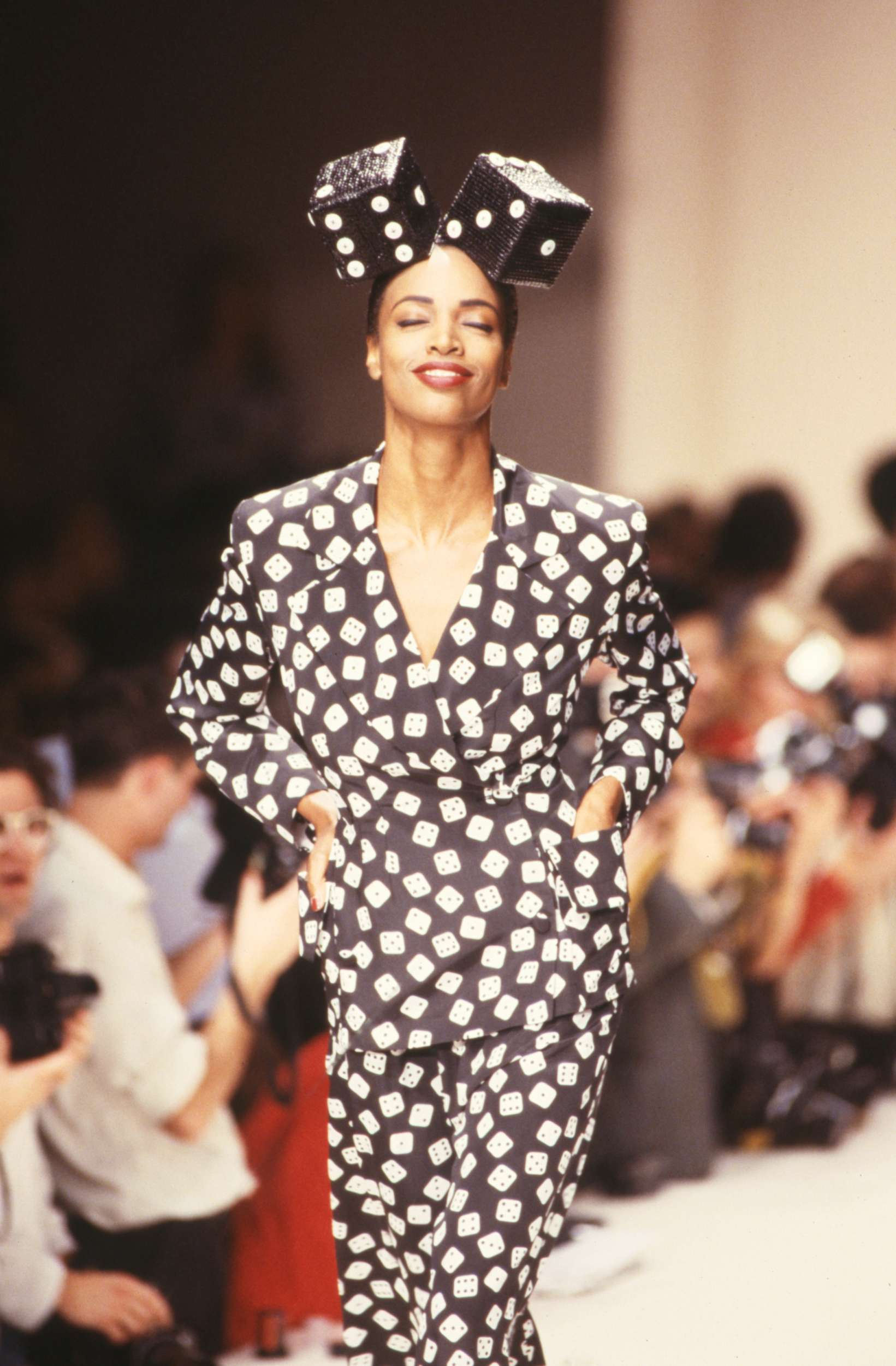 PARIS, FRANCE - OCTOBER: A model walks the runway at the Patrick Kelly Ready to Wear Spring/Summer 1989 fashion show during the Paris Fashion Week in October, 1988 in Paris, France. (Photo by Victor VIRGILE/Gamma-Rapho via Getty Images) Image courtesy of the Fine Arts Museums of San Francisco